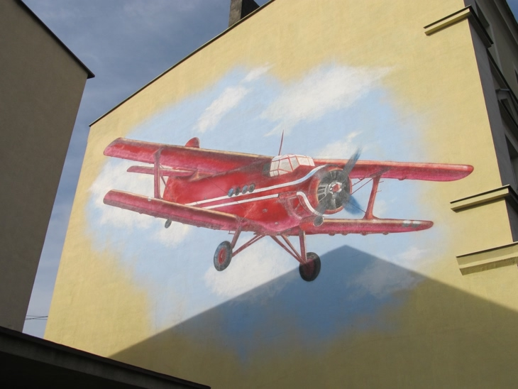 Mural Dwupłatowiec