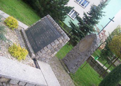 Zbiorowe mogiły ofiar hitleryzmu pomordowanych w powiecie leszczyńskim w okresie II wojny światowej.