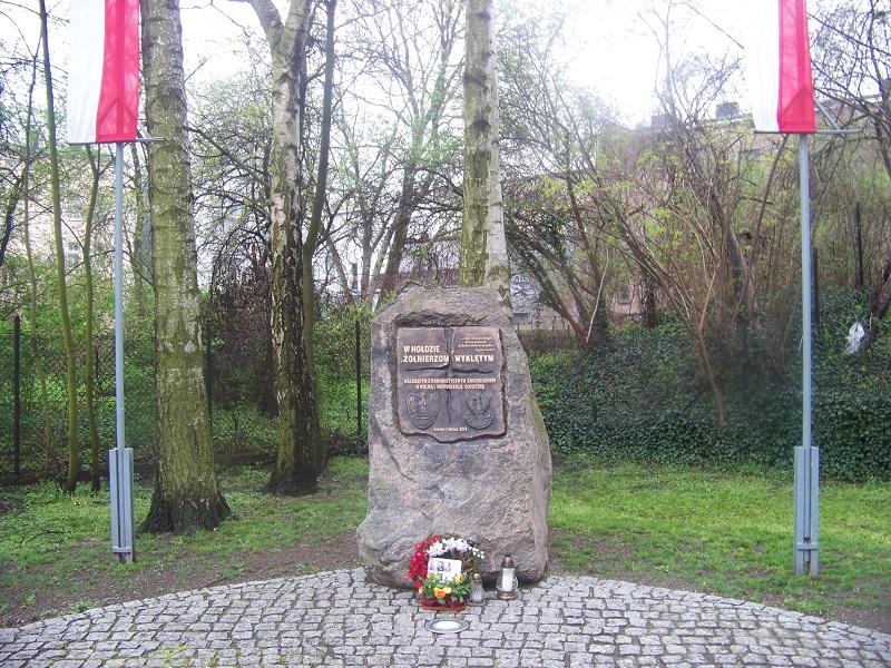 Pomnik Żołnierzy Wyklętych na skwerze przy ul. Poniatowskiego. Odsłonięty 1 marca 2014 roku.