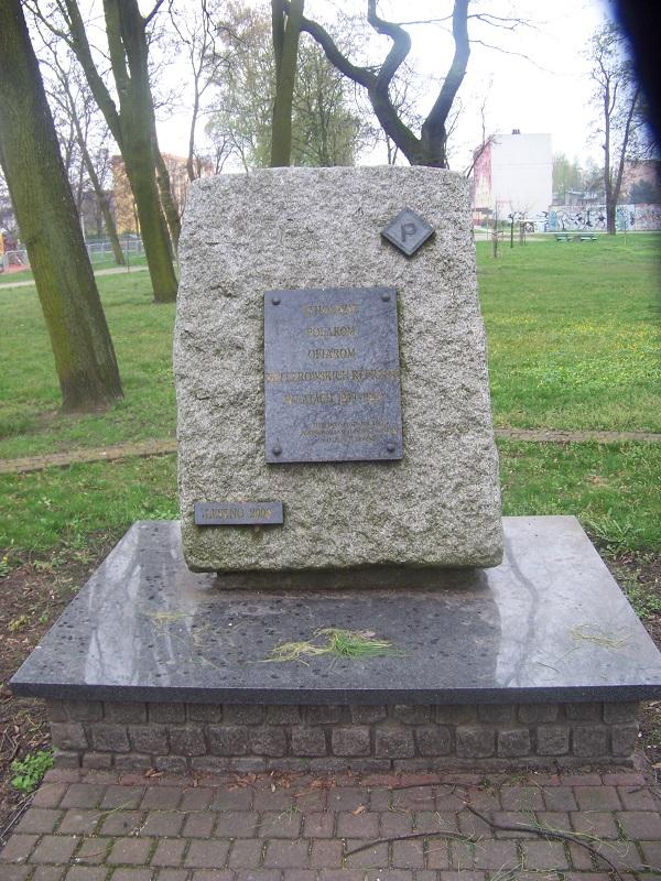 Pomnik w hołdzie Polakom ofiarom hitlerowskich represji w latach 1939-1945.