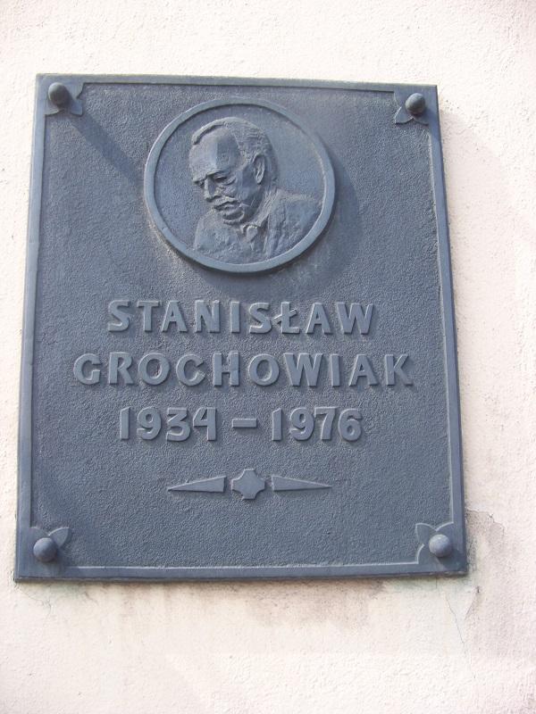 Tablica Stanisław Grochowiak w MBP Leszno